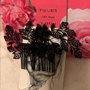 Hair comb with black crystals